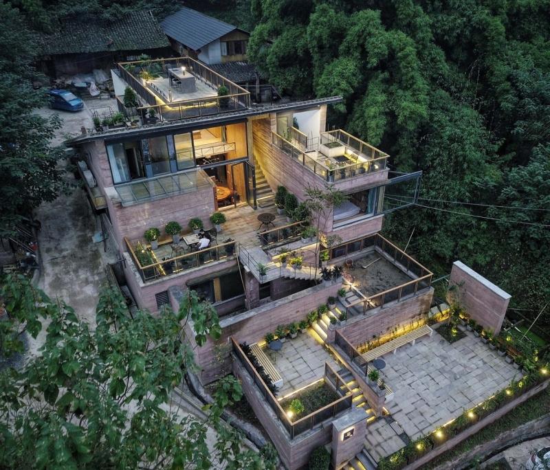 Độc đáo nhà trên núi với phòng ăn nằm trên mái nhà